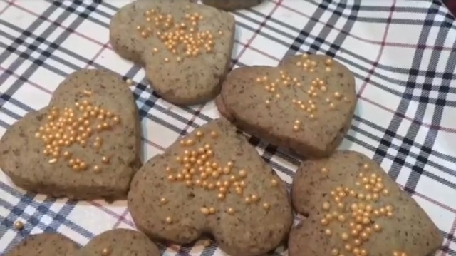 https: img.okezone.com content 2021 05 04 298 2405375 lezatnya-kue-daun-kelor-khas-gowa-mudah-membuatnya-RnRAZ02ag1.jpg