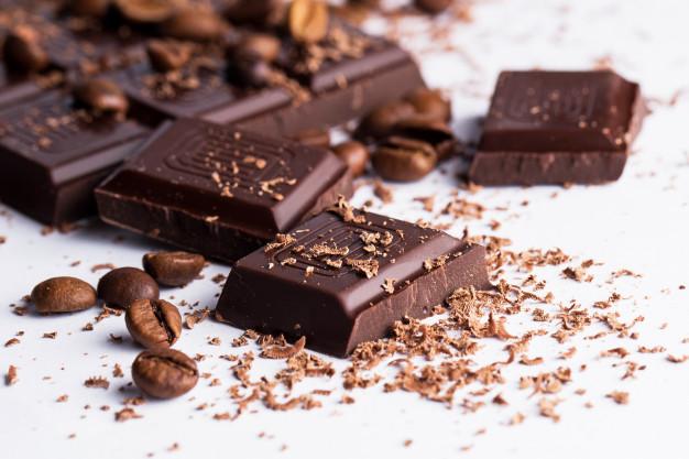 https: img.okezone.com content 2021 05 04 298 2405425 5-manfaat-kesehatan-dark-chocolate-bisa-lindungi-kulit-dari-sinar-matahari-AyhGBm4r4f.jpg