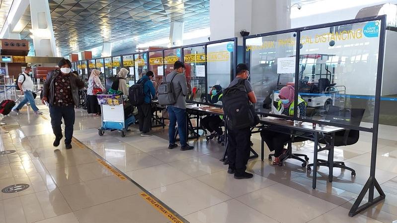 https: img.okezone.com content 2021 05 04 338 2405698 jelang-larangan-mudik-bandara-soetta-layani-60-ribu-penumpang-per-hari-ceCaXdEsIy.jpg