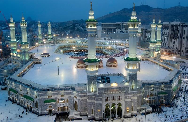 https: img.okezone.com content 2021 05 04 406 2405376 hotel-di-sekitar-masjidil-haram-makkah-kembali-bisa-terima-tamu-3UVaYNNeMg.jpg