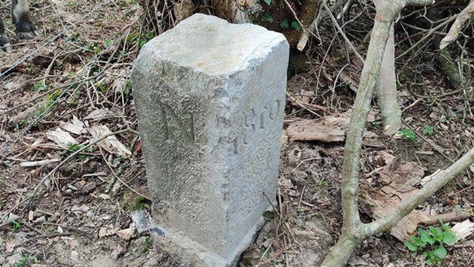 https: img.okezone.com content 2021 05 05 18 2405795 petani-ini-tak-sengaja-pindahkan-batu-perbatasan-antara-2-negara-mb55hRWqhu.jpg