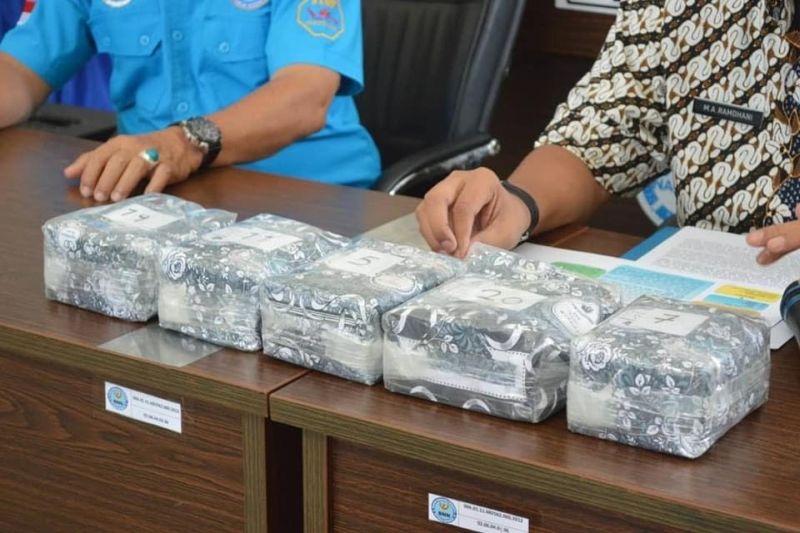 https: img.okezone.com content 2021 05 05 337 2406015 kronologi-penggagalan-penyelundupan-narkoba-jaringan-3-negara-MFDNaIZfMS.jpg
