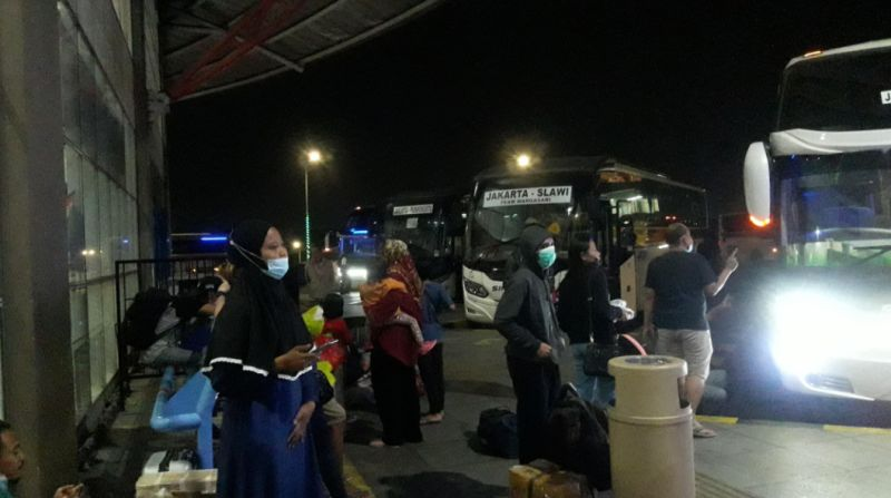 https: img.okezone.com content 2021 05 05 338 2406244 h-1-larangan-mudik-jumlah-penumpang-terminal-pulogebang-merosot-VdQ3QQNzPc.jpg