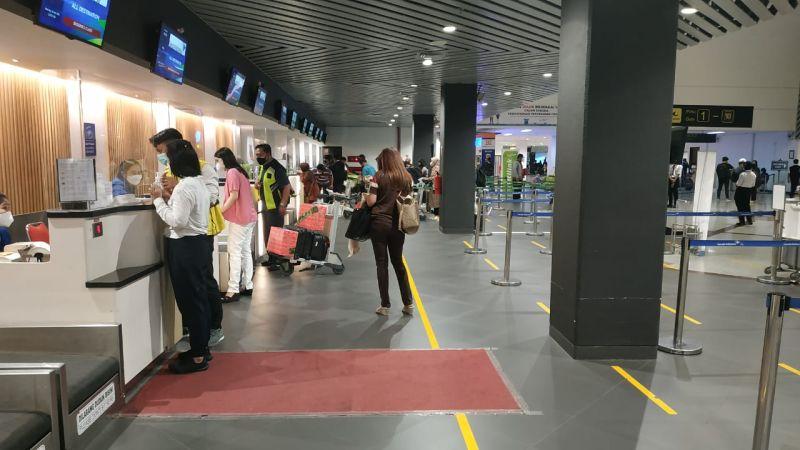 https: img.okezone.com content 2021 05 05 406 2405894 volume-penumpang-di-bandara-juanda-melonjak-tajam-jelang-larangan-mudik-TbAnd2pxzm.jpg