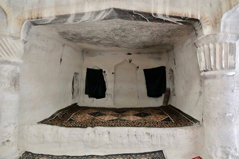https: img.okezone.com content 2021 05 05 408 2405889 5-fakta-menarik-masjid-kuno-di-bawah-tanah-dipercaya-dihuni-roh-baik-MzVVaQUb9K.jpg