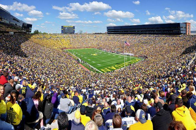 https: img.okezone.com content 2021 05 05 43 2405984 5-stadion-terbesar-di-dunia-nomor-1-bisa-tampung-150-000-penonton-p9ZSm2Dead.jpg