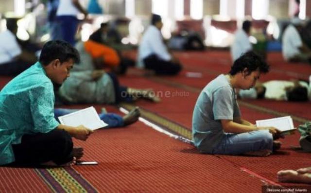 https: img.okezone.com content 2021 05 05 481 2406057 tips-tetap-bugar-jalani-iktikaf-10-malam-terakhir-ramadhan-q8tUcCmcuI.jpg