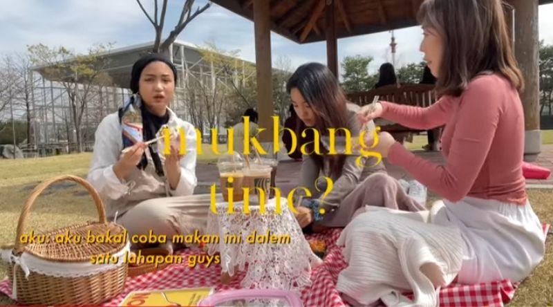 https: img.okezone.com content 2021 05 05 612 2405997 mahasiswi-korea-xaviera-putri-berbagi-keseruan-piknik-di-tengah-kesibukan-kuliah-kkh3BaETmx.jpg