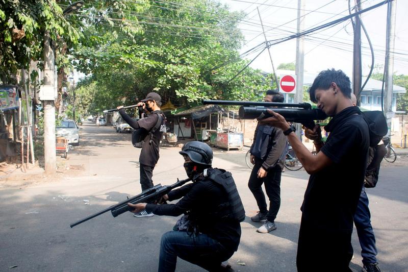 https: img.okezone.com content 2021 05 06 18 2406517 lindungi-diri-dari-junta-militer-pemerintahan-oposisi-myanmar-bentuk-pasukan-pertahanan-ZZMkLhf6Yo.jpg
