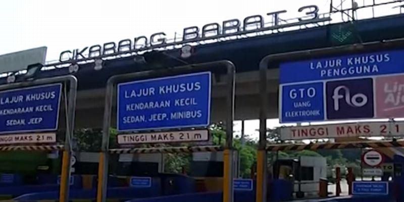 GT Cikarang Barat Ditutup, Pekerja Pabrik Protes Turun ke Jalan : Okezone Megapolitan