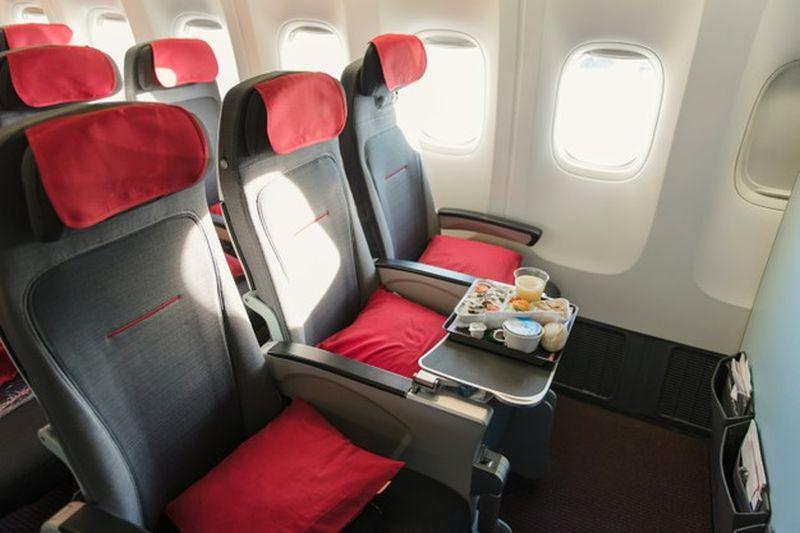 https: img.okezone.com content 2021 05 06 406 2406797 terungkap-saat-check-in-pesawat-pilih-kursi-paling-depan-deh-t9L96AgeRG.jpg