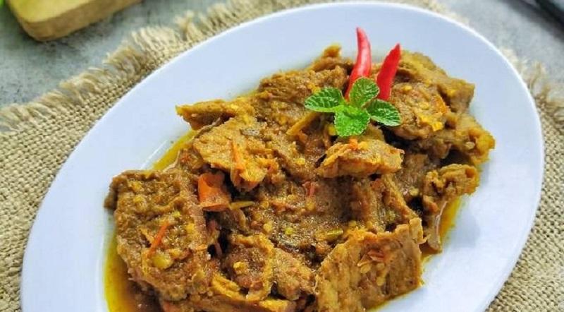https: img.okezone.com content 2021 05 07 298 2407247 lezatnya-sie-reuboh-hidangan-daging-sapi-rebus-khas-kuliner-aceh-jnzCl64M7T.jpg