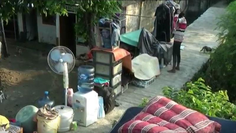 https: img.okezone.com content 2021 05 07 338 2407019 banjir-surut-warga-kota-bekasi-bersihkan-rumah-dari-sisa-lumpur-VoMmHQkc1S.jpg
