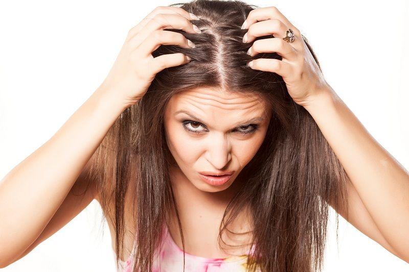 https: img.okezone.com content 2021 05 07 611 2407329 kenali-5-tanda-rambut-anda-mengalami-kerontokan-akut-2cfU0pN4ee.jpg