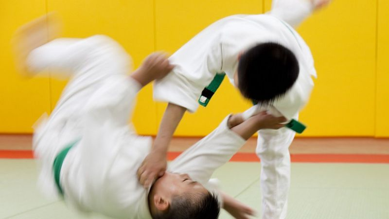 https: img.okezone.com content 2021 05 08 18 2407614 bocah-7-tahun-koma-setelah-dibanting-27-kali-dalam-latihan-judo-dKlvkHEVxb.jpg