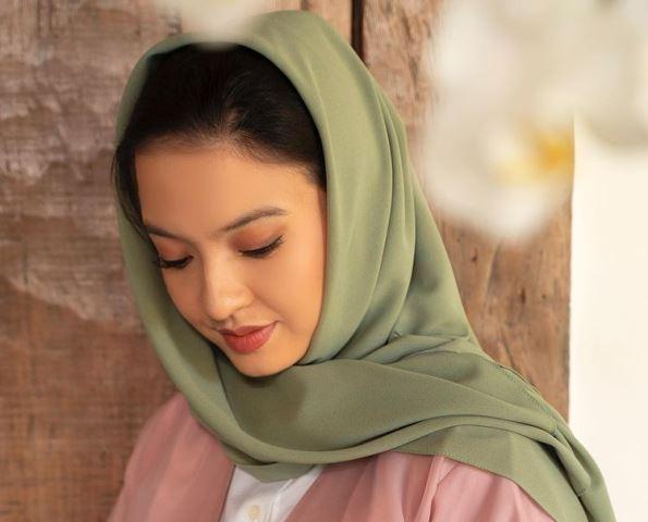 https: img.okezone.com content 2021 05 08 194 2407632 netizen-terpesona-cantiknya-raline-shah-pakai-hijab-ukhti-idola-cBYbAt7Kuv.jpg