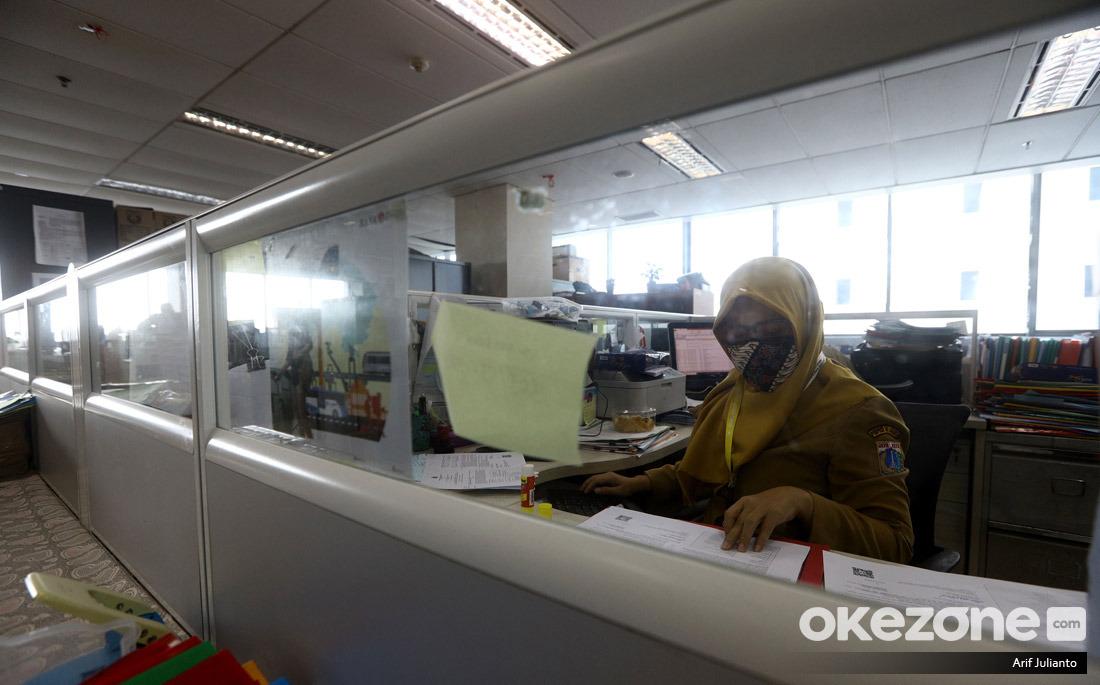 https: img.okezone.com content 2021 05 08 320 2407613 pembagian-thr-pns-tak-merata-ada-apa-v5RdLt6Dfk.jpg