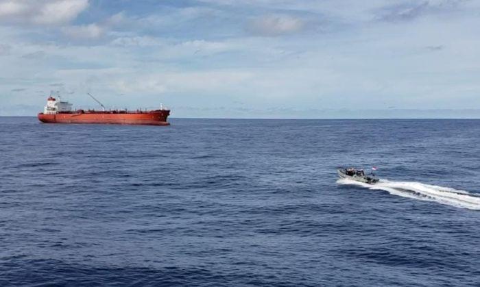 https: img.okezone.com content 2021 05 08 337 2407669 prajurit-tni-al-selamatkan-abk-mt-st-katherinen-yang-jatuh-ke-laut-5MZhfFvi7n.jpg