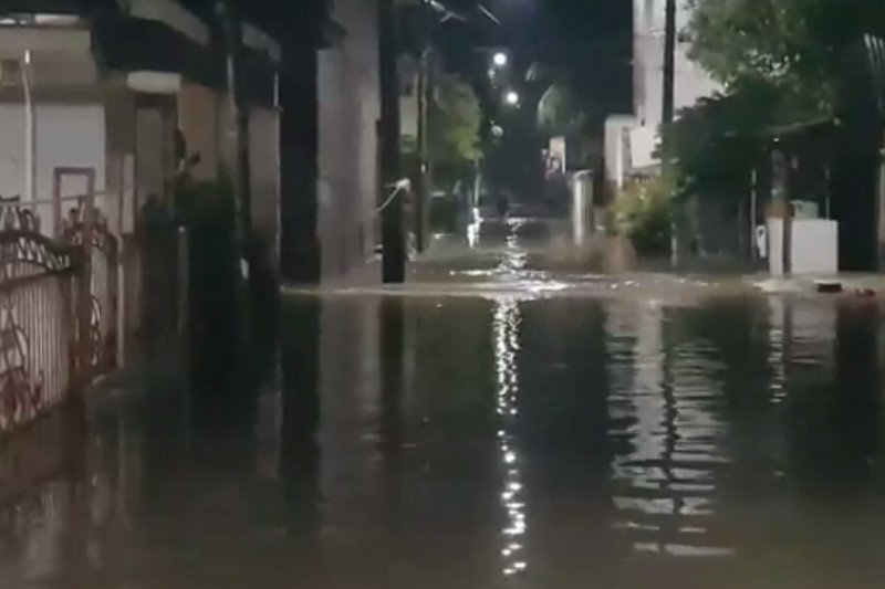 https: img.okezone.com content 2021 05 08 338 2407489 bogor-hujan-deras-bpbd-minta-warga-jakarta-waspada-banjir-tlG4PWVR8C.jpg