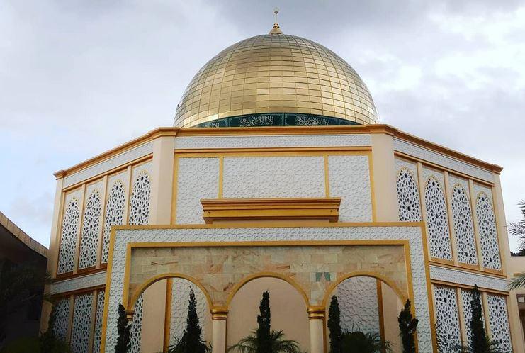 https: img.okezone.com content 2021 05 08 408 2407627 bikin-takjub-bangunan-masjid-raudhatul-jannah-ini-menyerupai-al-aqsa-di-palestina-t19UfgmYiK.JPG
