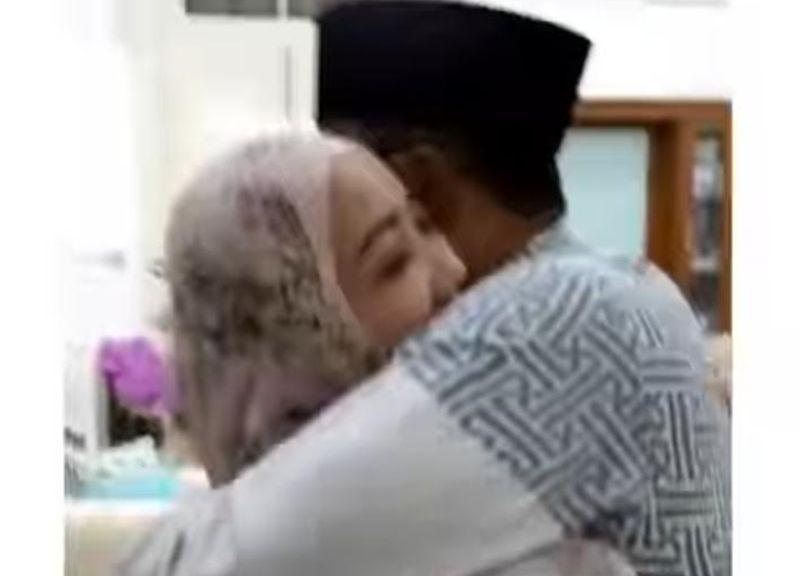 https: img.okezone.com content 2021 05 08 525 2407711 momen-tangis-bahagia-ridwan-kamil-saat-istrinya-sembuh-dari-covid-19-inaLeuvQeb.jpg
