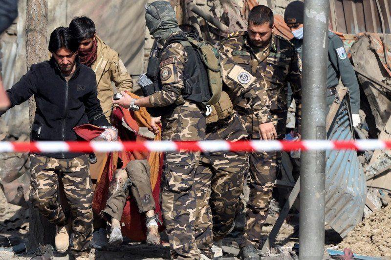 https: img.okezone.com content 2021 05 09 18 2407888 ledakan-dekat-sekolah-di-afghanistan-tewaskan-40-orang-vONja9mAle.jpg