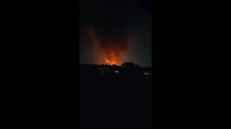 https: img.okezone.com content 2021 05 09 338 2407844 rumah-di-kapuk-muara-kebakaran-13-mobil-pemadam-dikerahkan-qS8bGbzBRB.jpg