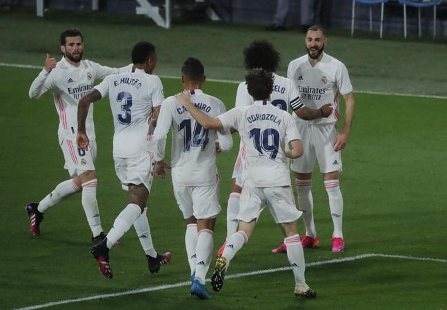 https: img.okezone.com content 2021 05 09 46 2408020 barcelona-vs-atletico-madrid-imbang-real-madrid-juara-liga-spanyol-2020-2021-CxRbQOnE1q.jpg