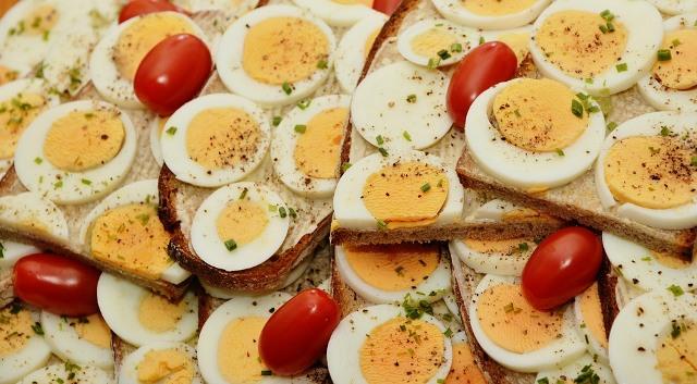 https: img.okezone.com content 2021 05 10 298 2408689 terungkap-makan-telur-rebus-bantu-tidur-lebih-nyenyak-b7vA32XnKP.jpg