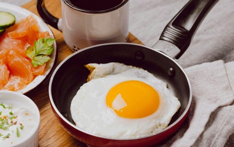 https: img.okezone.com content 2021 05 10 301 2408502 resep-sahur-anti-ribet-telur-ceplok-cabe-ijo-MoFCFfDaeE.jpg