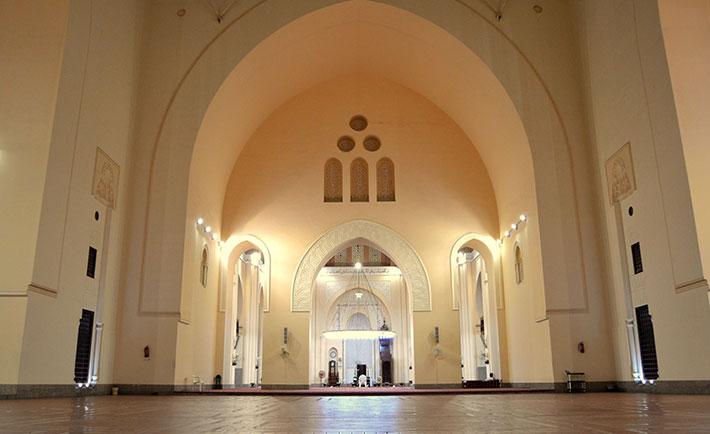 https: img.okezone.com content 2021 05 10 408 2408467 wisata-religi-mengunjungi-masjid-masjid-tua-berserah-di-jeddah-sHjJGZzm2K.jpg