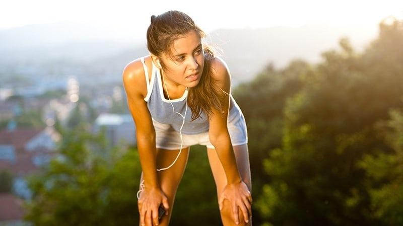 https: img.okezone.com content 2021 05 10 481 2408409 olahraga-hanya-saat-akhir-pekan-dokter-berbahaya-risiko-serangan-jantung-0aGzwggqTW.jpg