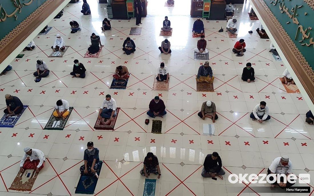 https: img.okezone.com content 2021 05 10 481 2408464 sebelum-sholat-idul-fitri-berjamaah-di-masjid-lakukan-langkah-aman-ini-lJj34pWbFP.jpg