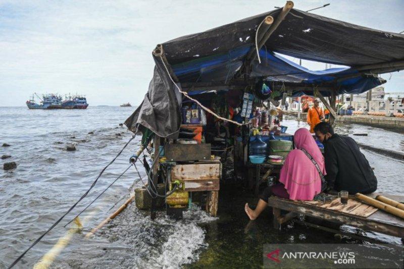 https: img.okezone.com content 2021 05 10 608 2408161 bmkg-imbau-warga-waspada-banjir-rob-di-belawan-jelang-lebaran-Chd9ytcaMN.jpg