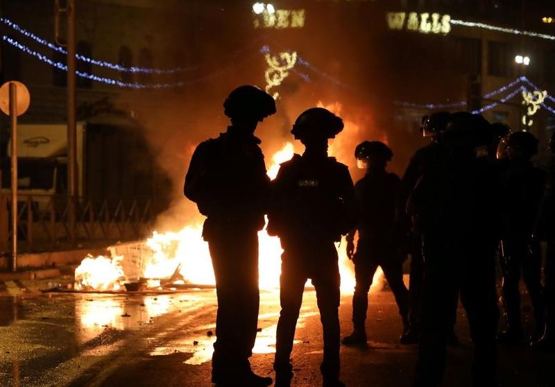 https: img.okezone.com content 2021 05 11 18 2408778 bentrokan-di-yerusalem-pohon-terbakar-di-kompleks-masjid-al-aqsa-IF5a6KlXZ0.jpg