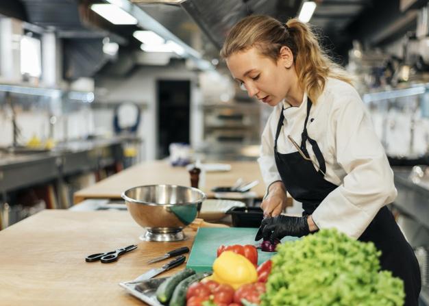 https: img.okezone.com content 2021 05 11 298 2408904 lakukan-4-trik-ini-ketika-memasak-makanan-bakal-jadi-lebih-enak-KZ4xHaltI1.jpg