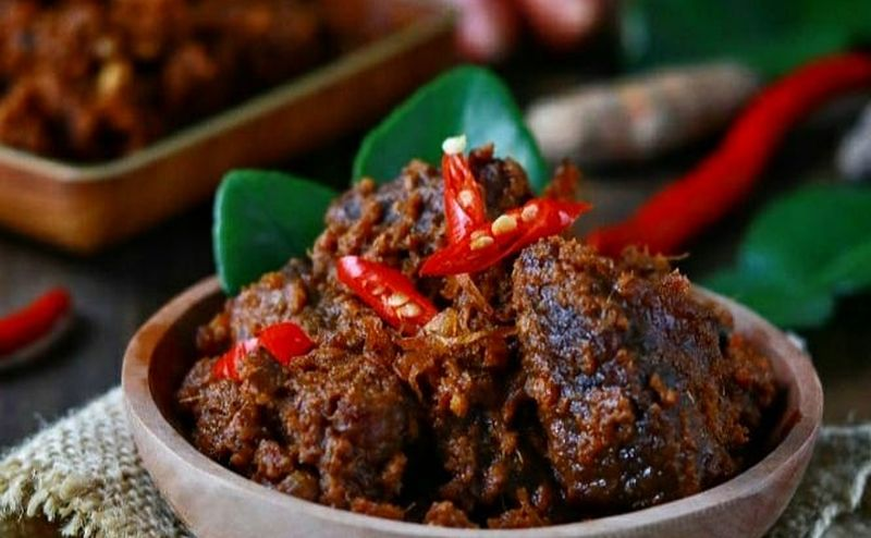 https: img.okezone.com content 2021 05 11 301 2409037 5-kuliner-khas-indonesia-teman-makan-ketupat-lebaran-mana-favoritmu-65mqlW2d2p.jpg