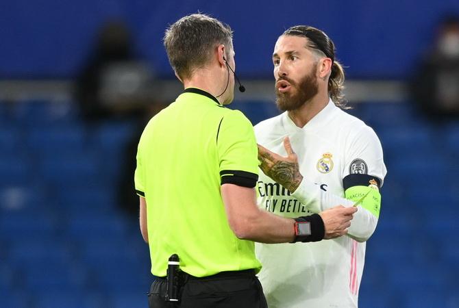 Gawat! Salah Satu dari Sergio Ramos dan Varane Resmi Tinggalkan Real Madrid Musim Panas 2021 : Okezone Bola