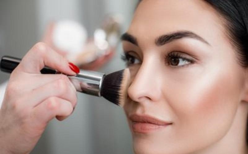 https: img.okezone.com content 2021 05 11 611 2408974 tips-makeup-fresh-dan-tahan-lama-untuk-sambut-lebaran-usMb2JAEIv.jpg