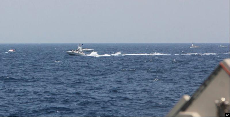 https: img.okezone.com content 2021 05 12 18 2409282 perahu-cepat-iran-bermanuver-pancing-pertempuran-dengan-as-HGwKYxiM39.jpg