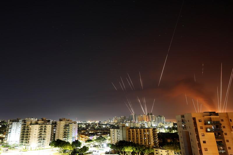 https: img.okezone.com content 2021 05 12 18 2409572 digadang-gadang-kecanggihannya-sistem-pertahanan-iron-dome-israel-tembus-oleh-rudal-hamas-vd3ZFdBQuX.jpg