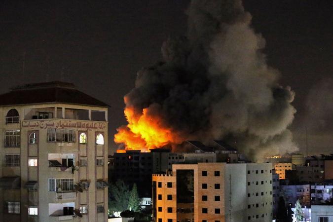 https: img.okezone.com content 2021 05 12 51 2409362 jelang-idul-fitri-mohamed-salah-minta-pemimpin-dunia-hentikan-aksi-brutal-israel-ke-palestina-sj01XsDAFu.jpg