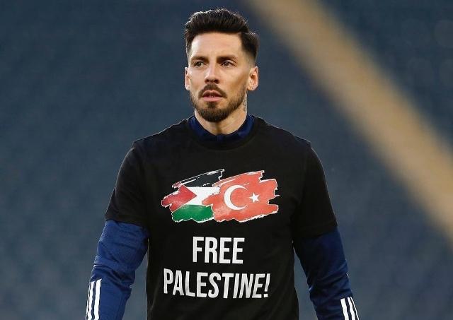 https: img.okezone.com content 2021 05 12 51 2409569 pemain-fenarbache-kompak-kenakan-kaus-dukungan-kepada-palestina-rhm3O6pFY2.jpg