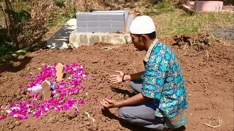 https: img.okezone.com content 2021 05 12 525 2409389 wanita-cantik-dibakar-hingga-meninggal-keluarga-harap-pelaku-dihukum-seadil-adilnya-R83Z7oP1JU.jpg