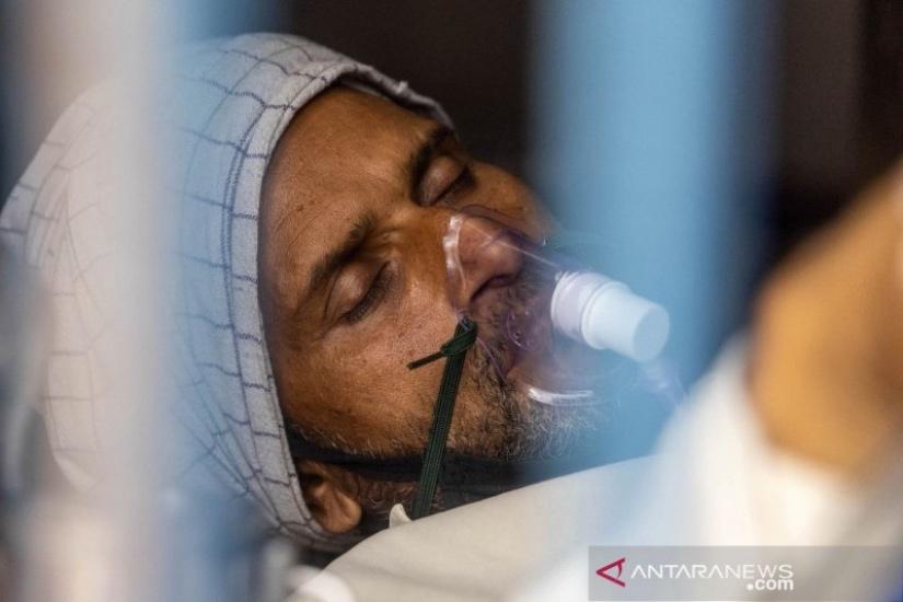 https: img.okezone.com content 2021 05 13 18 2409983 india-catat-4-000-kematian-akibat-covid-19-dua-hari-berturut-turut-0W0rkfGFRP.jpg