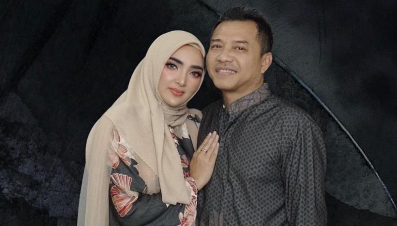 https: img.okezone.com content 2021 05 13 33 2409986 11-tahun-menikah-dengan-anang-ashanty-seperti-tom-jerry-tapi-gemesin-iEFmmHhY1z.jpg