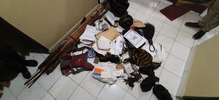 https: img.okezone.com content 2021 05 13 337 2409955 aparat-sita-sejumlah-barang-bukti-milik-komandan-pasukan-pintu-angin-kkb-jgRpqlF3qw.jpg