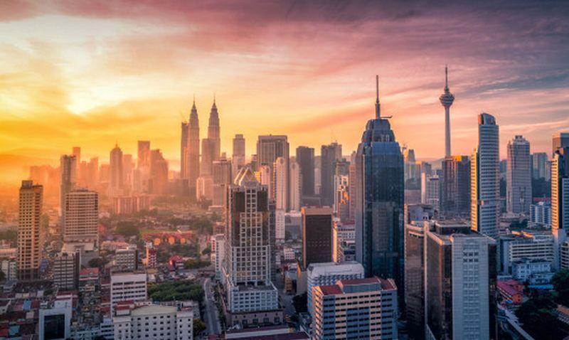 https: img.okezone.com content 2021 05 14 406 2409995 curhat-perantau-malaysia-belum-pulang-kampung-2-tahun-1sI38IgYlb.jpg