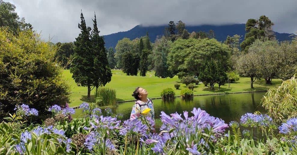 https: img.okezone.com content 2021 05 14 408 2410074 5-kebun-raya-populer-di-indonesia-buat-destinasi-piknik-keluarga-TDQPNlIFjW.jpg