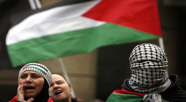 https: img.okezone.com content 2021 05 15 18 2410366 aksi-solidaritas-meluas-kecam-kebrutalan-zionis-israel-yang-tewaskan-122-warga-palestina-JDuUpgCKve.jpg